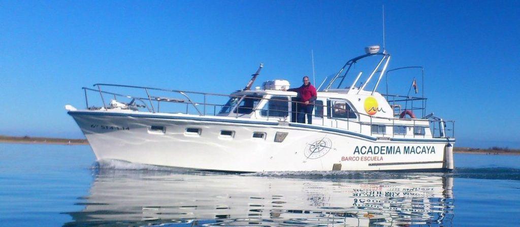 Barco de prácticas Academia Macaya Titulos Nauticos